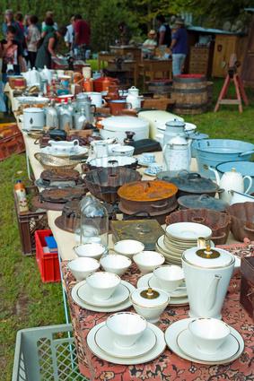 Geschirr auf dem Flohmarkt